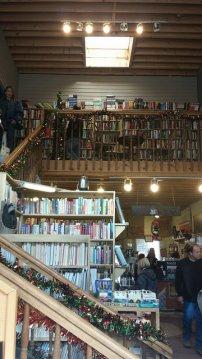 księgrania, półki z książkami
